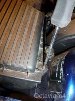 Откручиваем винты на крышке воздушного фильтра