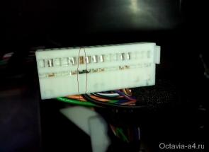 Белый разъем приборной панели