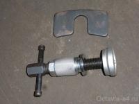Инструмент для вдавливания поршня в цилиндр